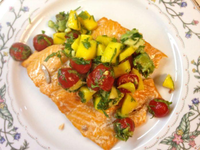 Grilled Salmon with Mango Salsa | ZagLeft