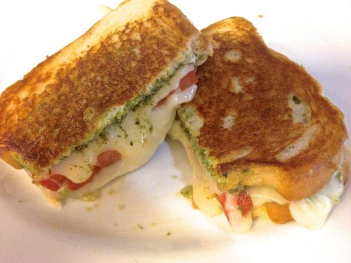 Cheesy and delicious Grilled Fresh Mozzarella, Tomato and Pesto Sandwich... \ ZagLeft