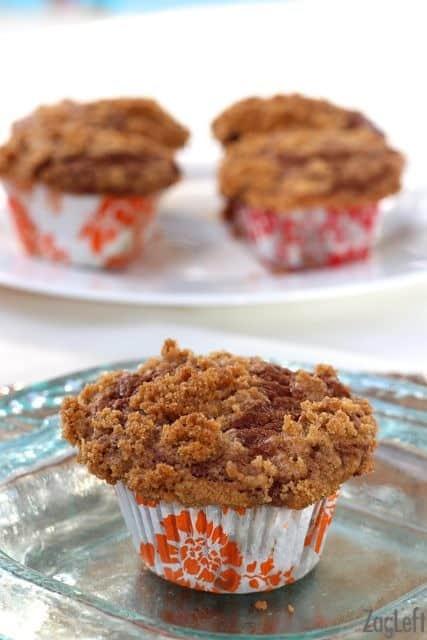 Cinnamon Swirl Banana Muffins with Cinnamon Streusel Topping | ZagLeft