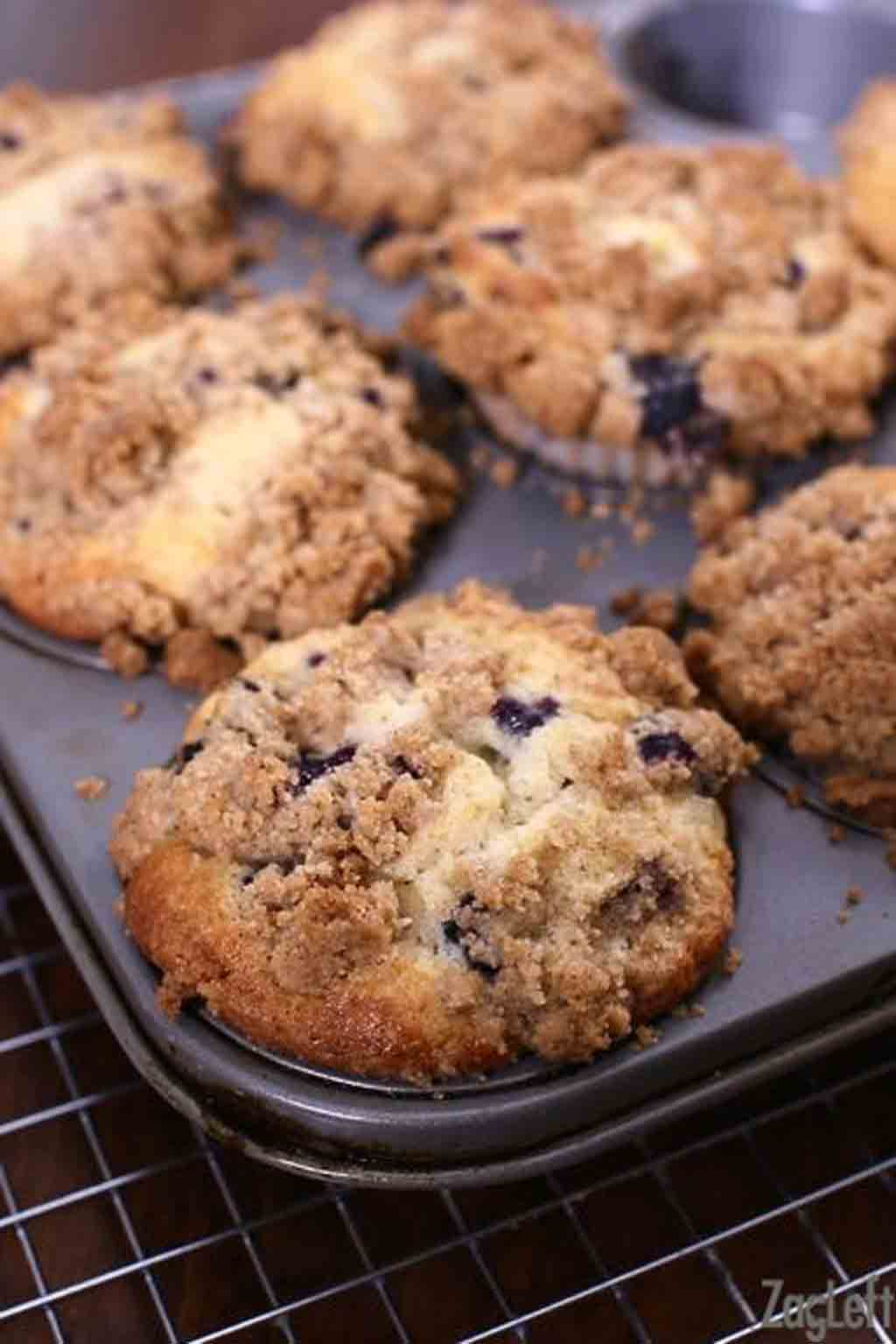huckleberry muffins with streusel topping