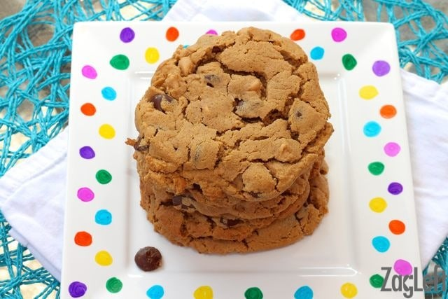 Flourless Peanut Butter Chocolate Chip Cookie Recipe | ZagLeft